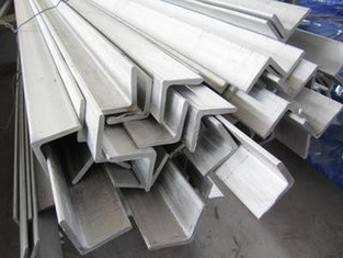 Cina Construction Structural Hot Rolled Hot Dipped Galvanized Angle Iron / Equal Angle Steel pemasok
