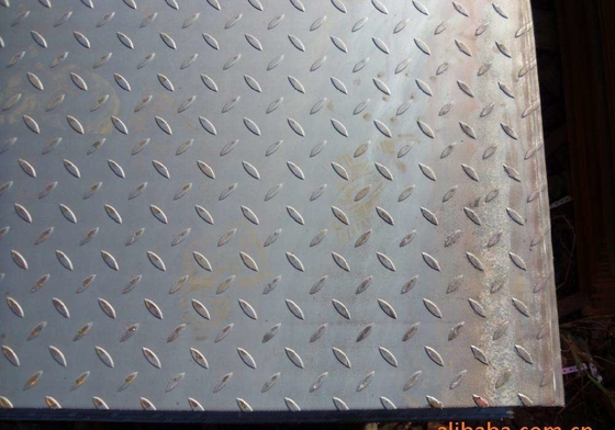 St37 ASTM A36 Checker Steel Plate 10mm Warna Hitam atau Silver Tebal